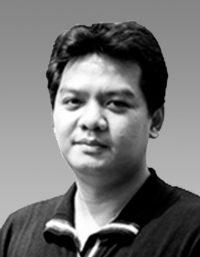 Michael DazAssociate Director